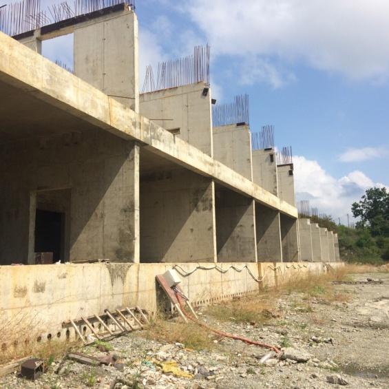 Комплекс незавершенных строительством зданий, общей площадью 21 000 кв.м.