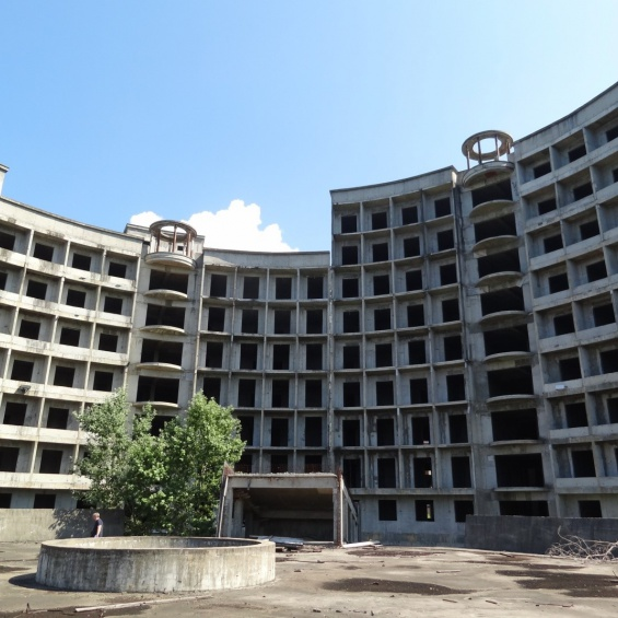 Комплекс незавершенных строительством зданий в Сочи